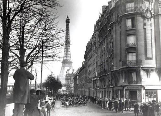 Господа все в Париже