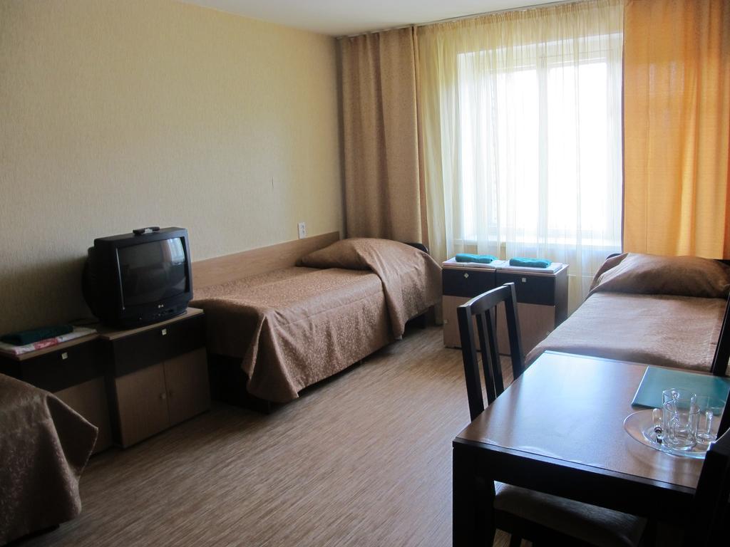 Для статьи необходимо подобрать 5 картинок для каждого описываемого класса гостиницы из интернета размером не менее 800 на 600 и без водных знаков.
